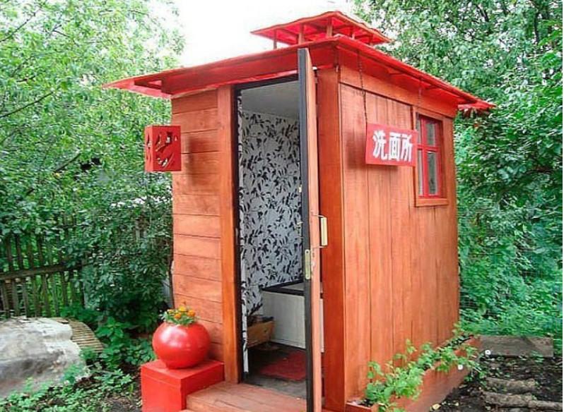 Туалет на даче — актуальное решение на все времена