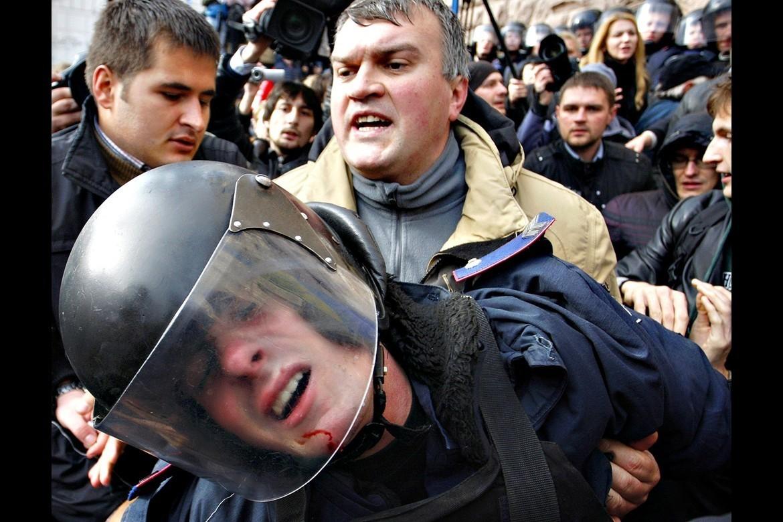 """""""Людям страшно выходить на улицу"""". Украина превращается в Дикий Запад"""