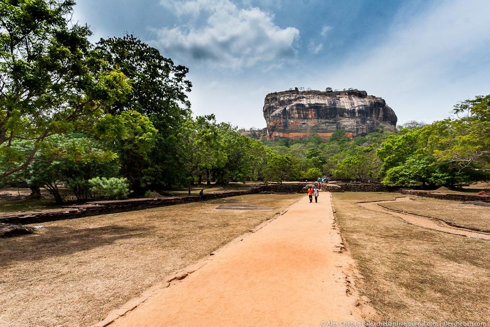 Удивительный город на вершине неприступной скалы в тропиках