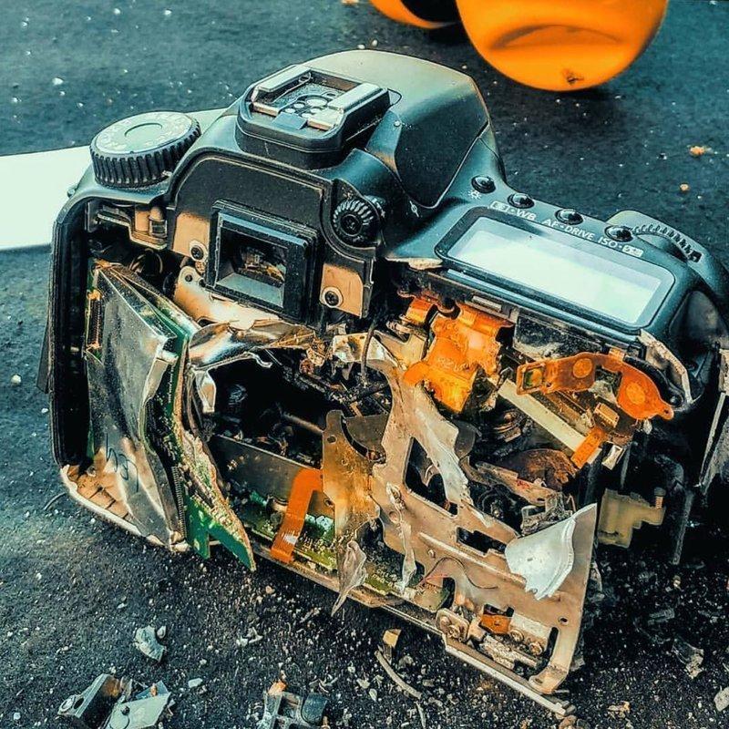 Зеркалка против снайперской винтовки. 1:0 в пользу винтовки боль, зеркалка, камера, фотография