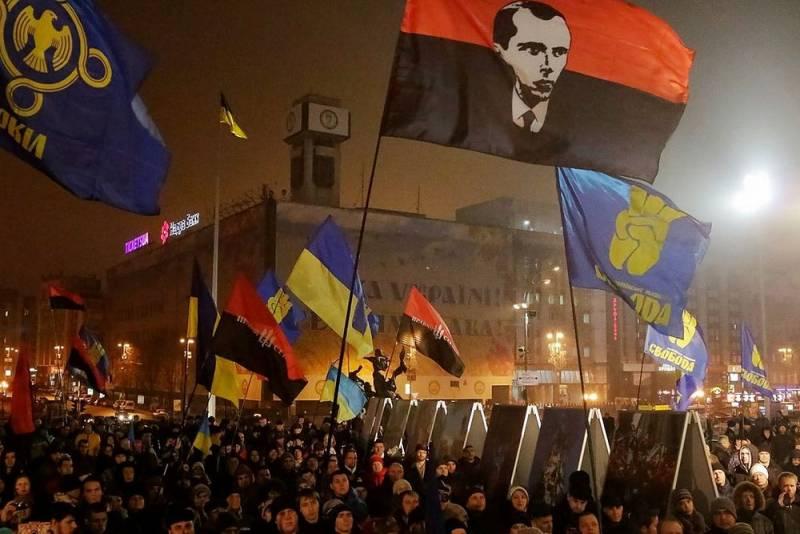 Пенсии украинцев направят на обучение детей «азам национализма»