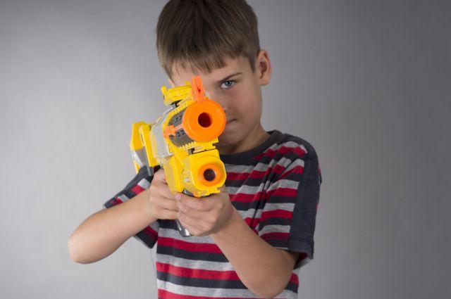 Пиф-паф, ты убит! Стоит ли запрещать ребёнку военные игрушки