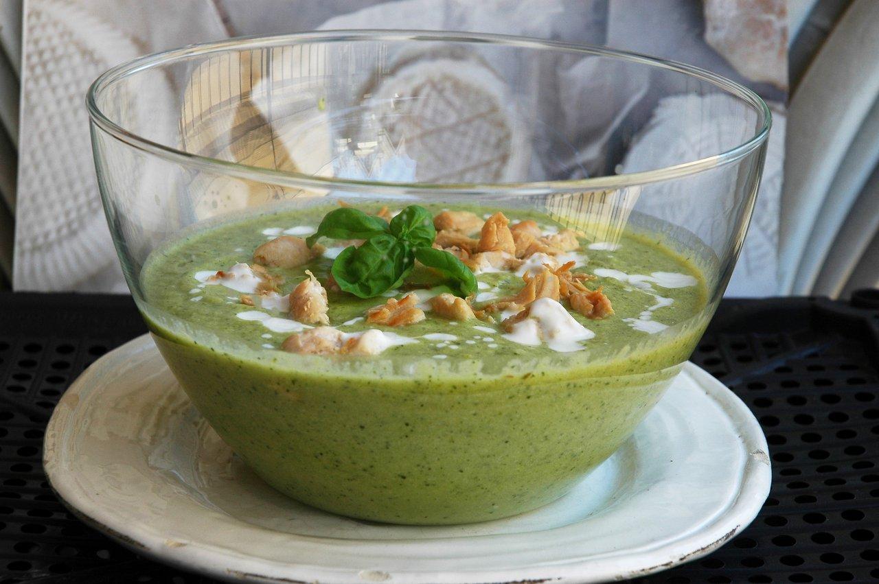 Бархатный суп для жары цуккини, куриной, кусочками, блюдо, лаврушки, чтобы, листик, грудку, грудки, добавив, йогурт, жидкостью, жаркого, придадутблюду, сервировкой, заранее, непосредственно, миксером, взбить, перед