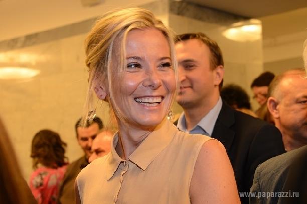 Юлия Высоцкая обнажила животик на закрытии Венецианского кинофестиваля