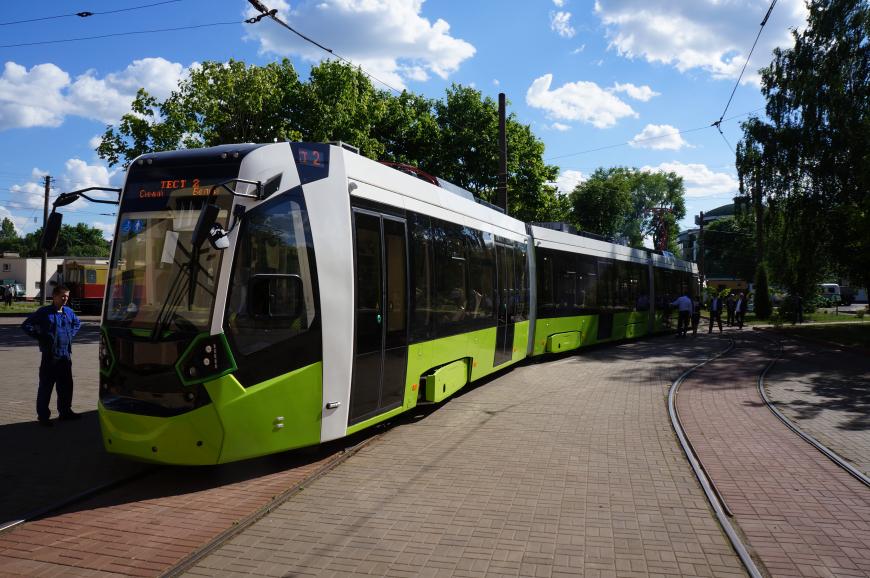 """В Петербурге новый частный трамвай """"Чижик"""" попал в ДТП сразу после ремонта"""