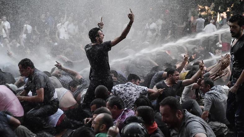Захар Прилепин. Армянский майдан сдох. А если б то же было с украинским?