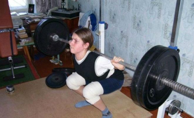 В 8 лет Варвара могла поднять 100 килограммовую штангу. Как она живет и выглядит 14 лет спустя Культура