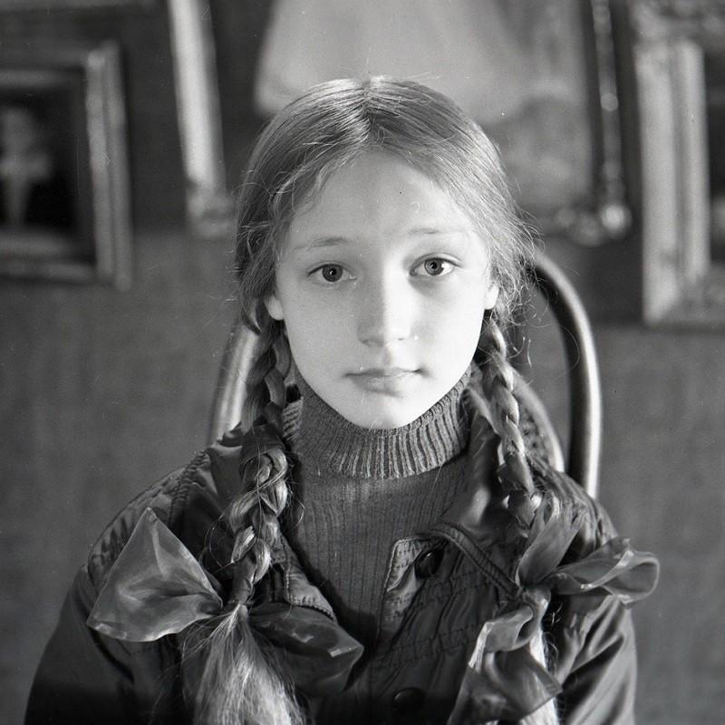 Девушку всегда держали в ежовых рукавицах, а одноклассники ее ненавидели звезда