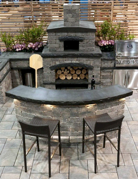 Основательная кухня из серого кирпича. | Фото: Pinterest.