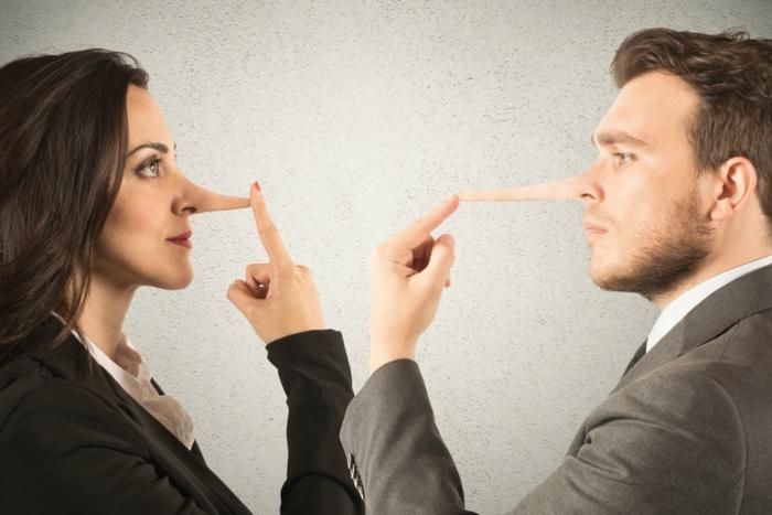 Что можно узнать, внимательно рассмотрев себя в зеркале