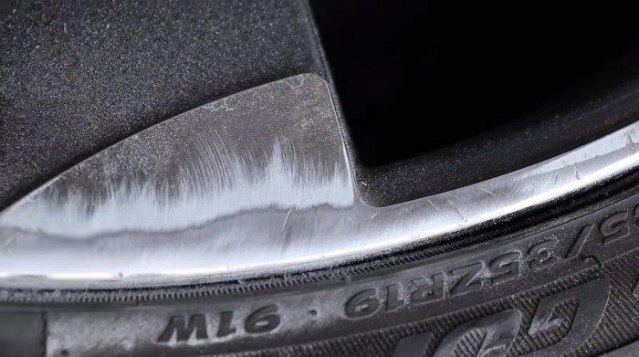 Как избавиться от царапин и сколов на колесных дисках