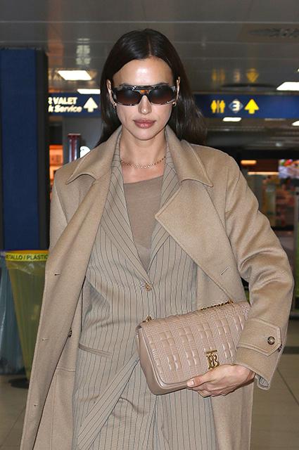 Ирина Шейк в элегантном образе прилетела в Милан на Неделю моды Звездный стиль