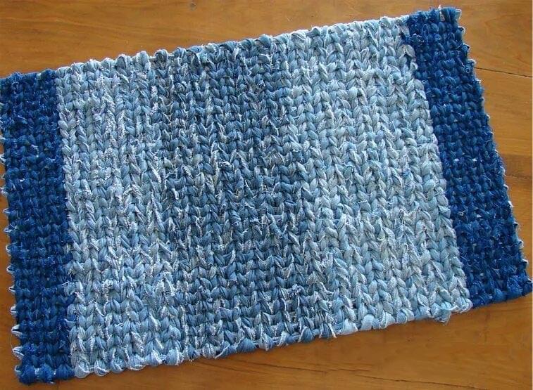 12 уникальных способов сделать стильные коврики из джинсы для дома и дачи,идеи и вдохновение