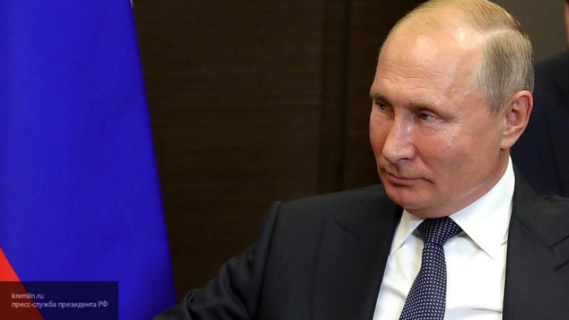 Путин сократил трудовой стаж для получения гражданства РФ специалистами до одного года