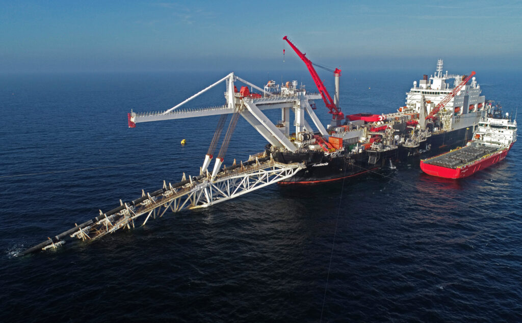 Названа вероятная причина странных маневров судна для достройки «Северного потока – 2» Газопровод,«Северный поток-2»,Экономика,Россия