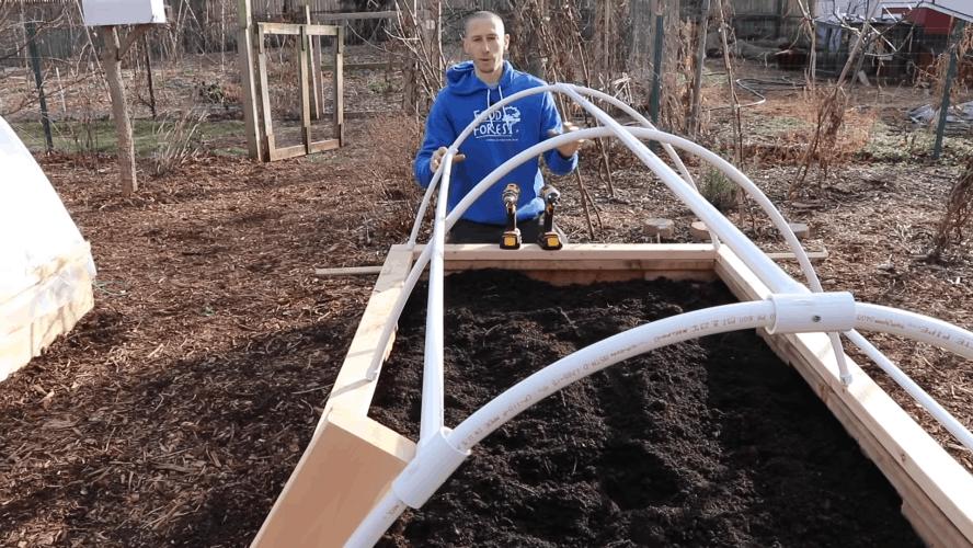 Приподнятая грядка с парником: рациональное решение для получения раннего урожая огород