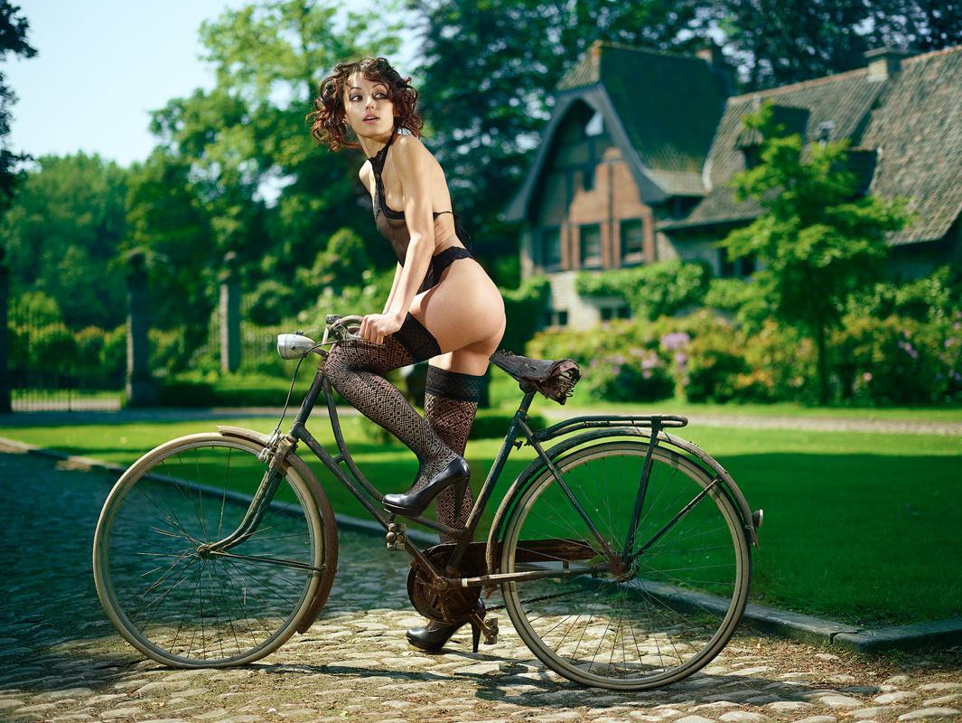 eroticheskie-foto-na-velosipede
