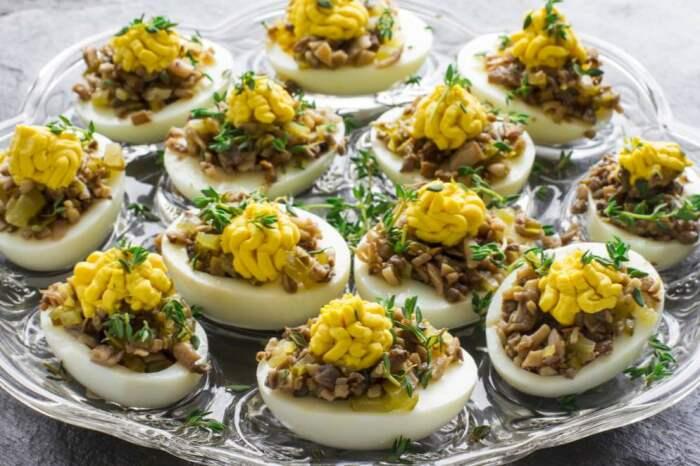 5 рецептов аппетитных начинок для фаршированных яиц для перекуса и на праздничный стол Закуски