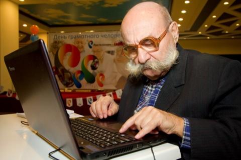 Показал старухе дед, как работает Inет. Пятница развратница :-)))