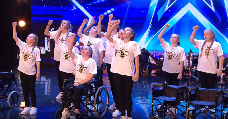 Девушки с инвалидными коляск…