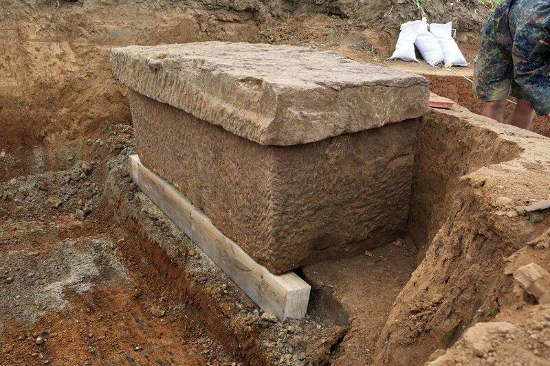 Саркофаг нашли недалеко от немецкого города Зюльпич, рядом с древней римской дорогой. археология, загадки, история, расследование