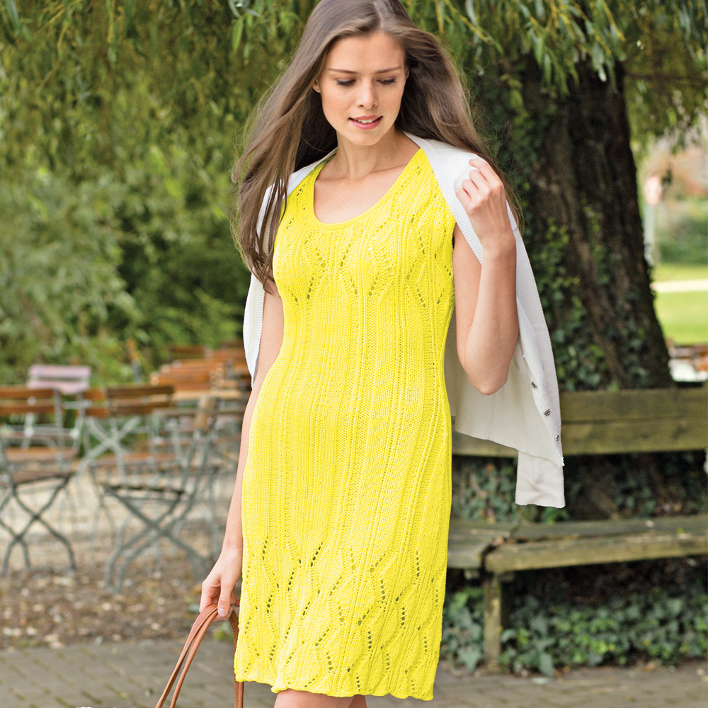 Платье с ажурным узором спицами