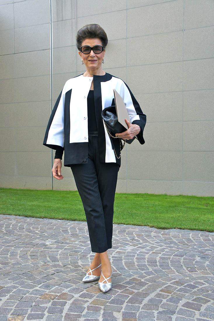 Сама элегантность! Невероятные образы 80-летней модницы, которые покоряют всех брюки, удачно, модница, стиля, летняя, украшают, выигрышно, пальто, блузка, туфли, отличный, макияж, подчеркивают, светлой, перекликаются, вариант, которые, образ, черные, яркими