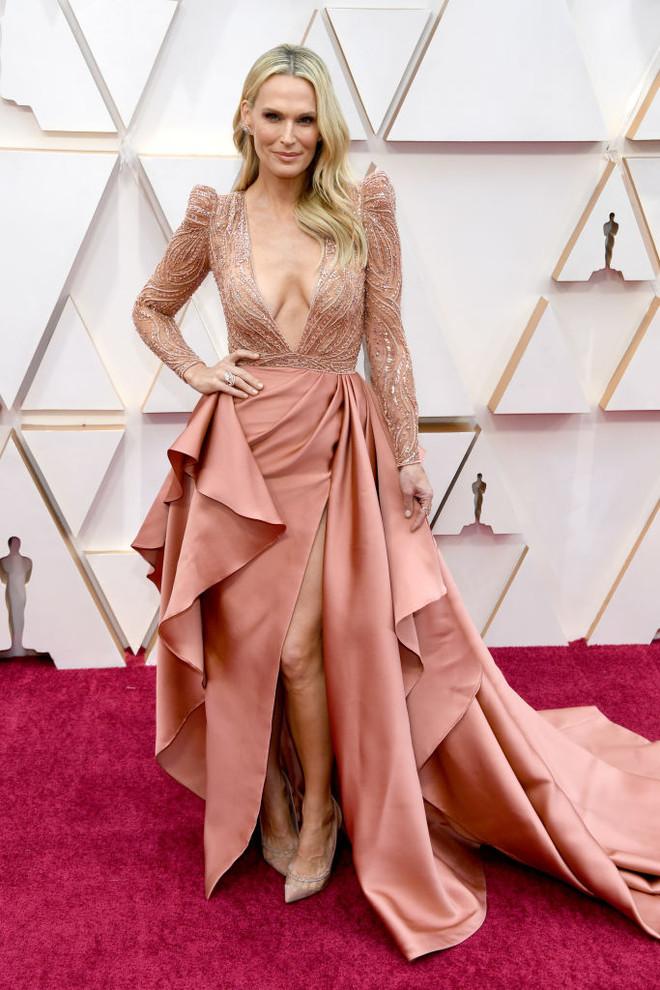 Светлая сторона: платья в нюдовых оттенках на церемонии «Оскар-2020» (фото 7)