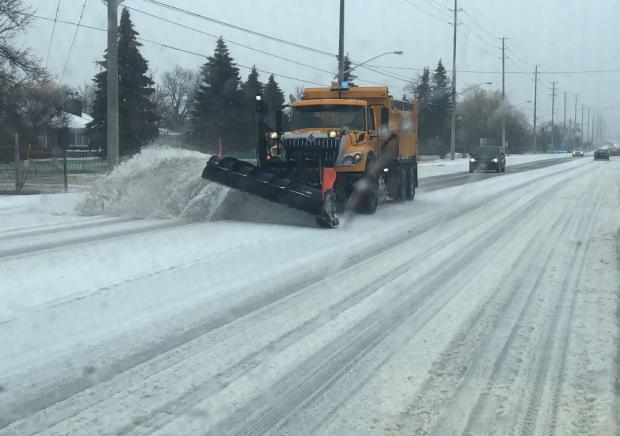 Чрезвычайная ситуация в Торонто: более 550 аварий на дорогах из-за погодных условий