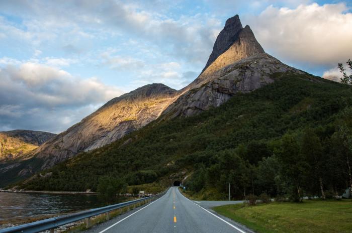 Национальная гора Норвегии - Стетинд возвышается на 1392 метра над уровнем моря.