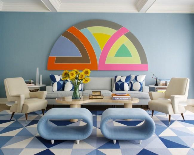 Голубой хорошо сочетается со всеми цветами, представленными на панно