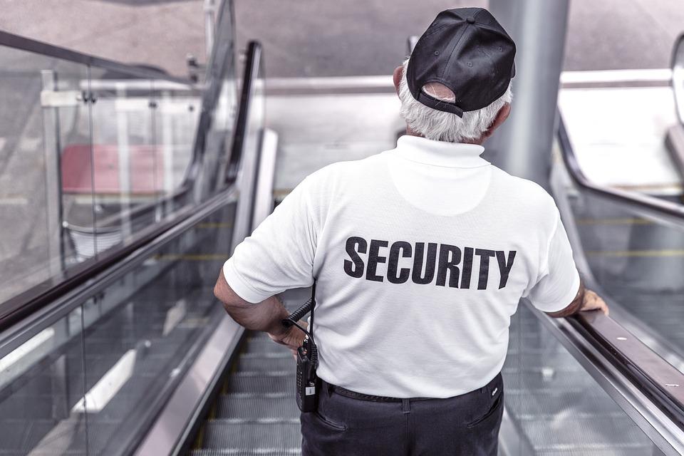 Откровение работника спецслужб: какой информацией нельзя делиться в интернете!