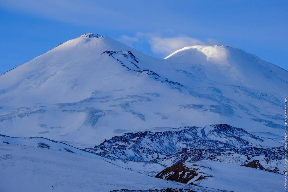 Самая высокая гора России на рассвете