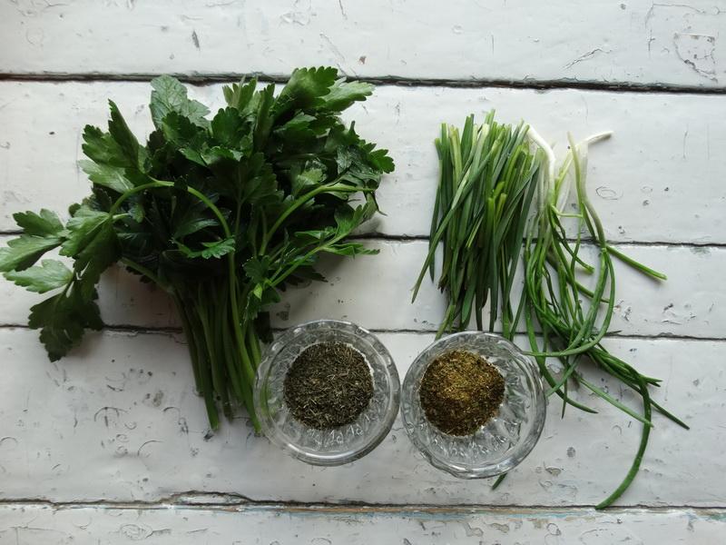 Зеленые лепёшки – оригинальный хлеб, к борщу муж их просто обожает
