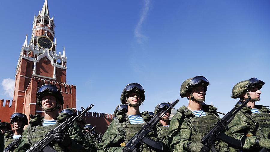 Более половины россиян хотят видеть своих родных в рядах военнослужащих