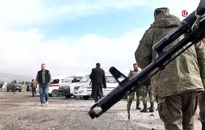 Первая группа из 13 боевиков покинула Восточную Гуту