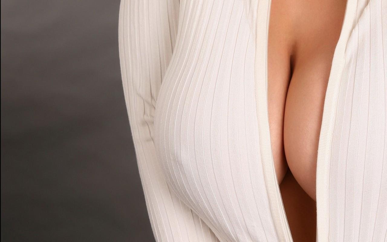 Женская грудь на фото