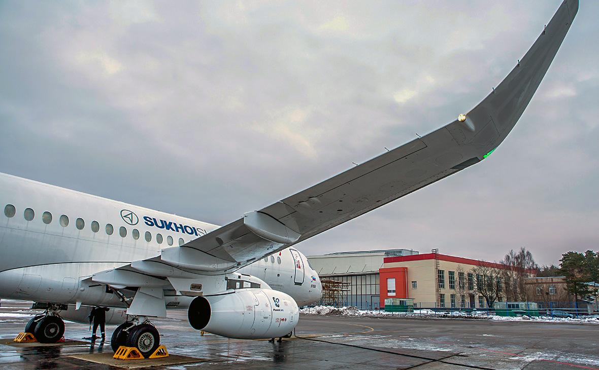 «Сухой» продаст иранским компаниям самолеты SSJ100 на сумму более $2 млрд