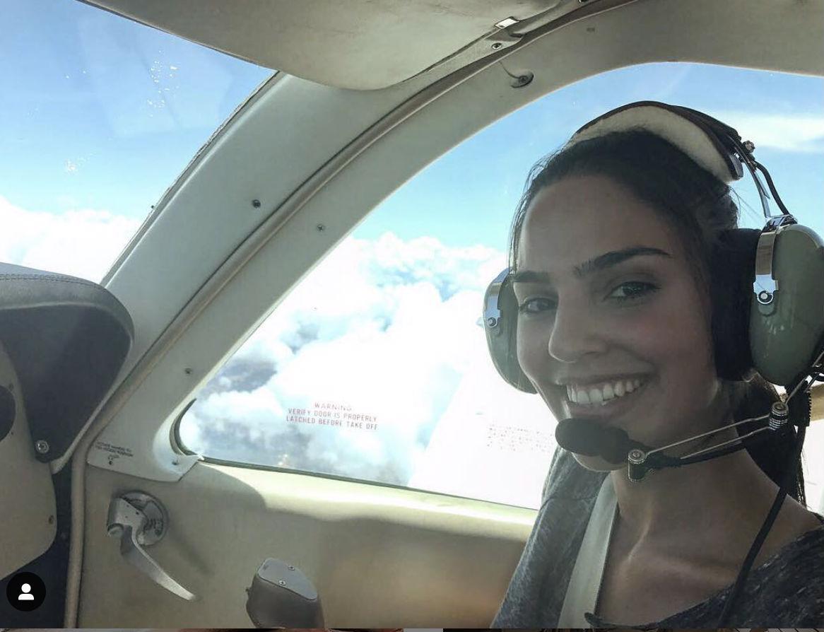 Летчица стала звездой инстаграм благодаря своим фото