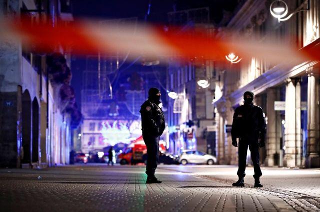 Глава МВД Франции подтвердил гибель трех человек при стрельбе в Страсбурге