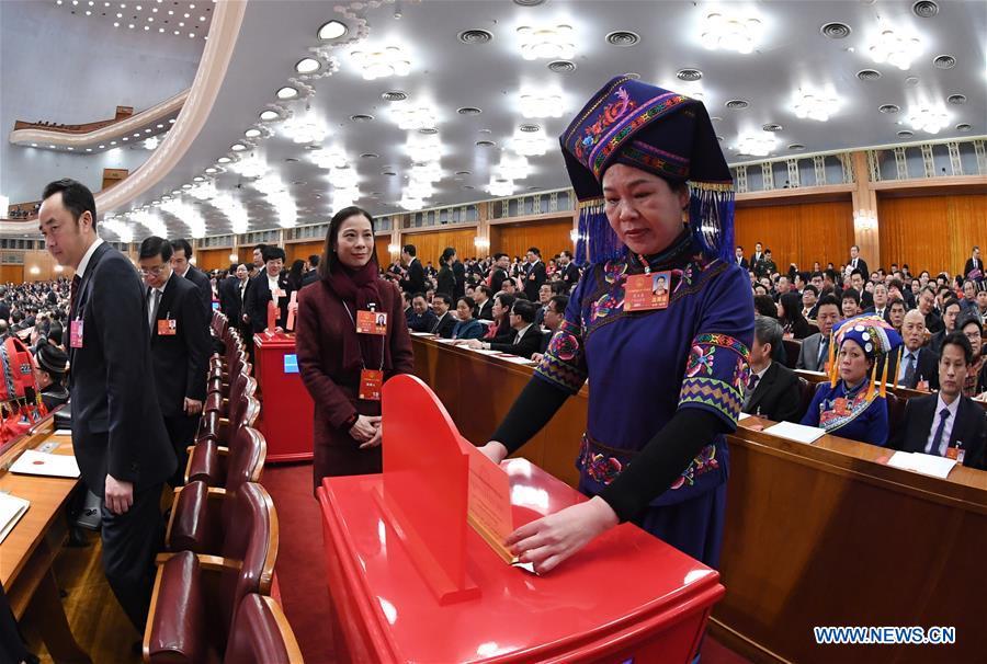 Китай решил бороться с демократией