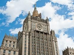 Американская демократия деградирует: в МИД РФ пообещали дать жесткий ответ на новые санкции