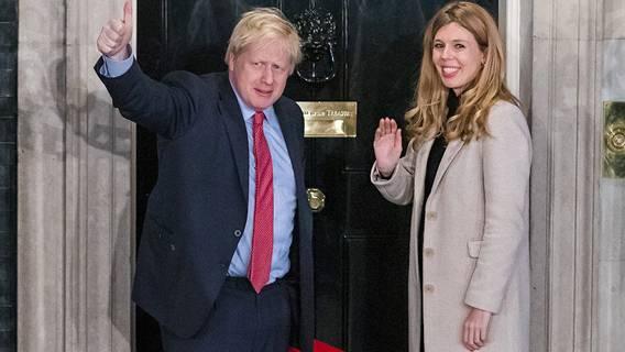 Борис Джонсон собирается жениться на своей невесте Кэрри Симондс в июле 2022 года