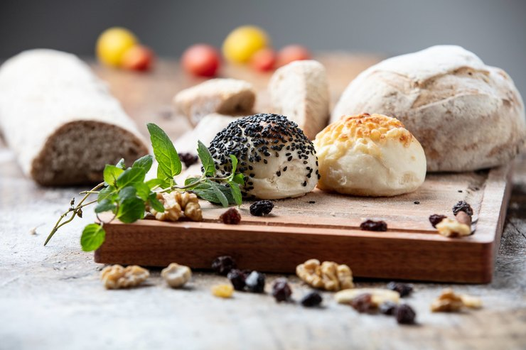 Волосы в хлебе, жуки в конфетах: что скрывают -химические- названия в составе популярных продуктов