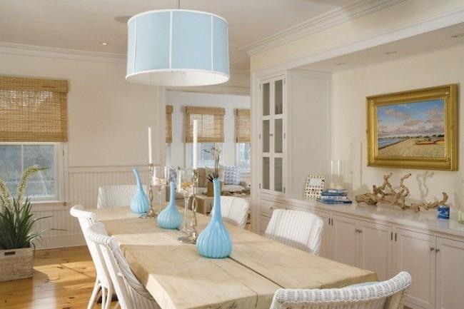 Голубые акценты как свежее дыхание в спокойной кухне сливочного цвета