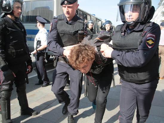 Детей тоже: в Москве задержали почти 500 протестующих