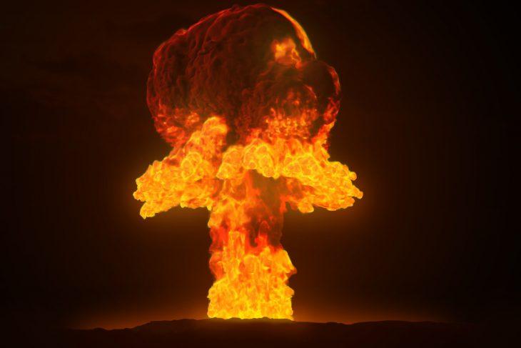 Учения. Взлетает ядерный бомбардировщик и вдруг у него что-то отваливается… история,прикол,юмор