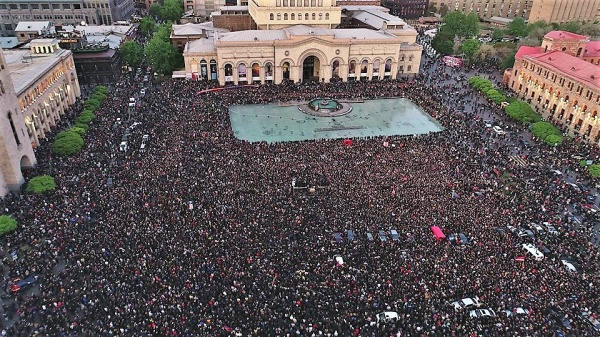 Многотысячный митинг вЕрева…