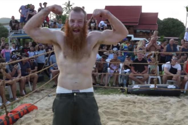 Настоящий викинг против ММА-профи на самодельном ринге