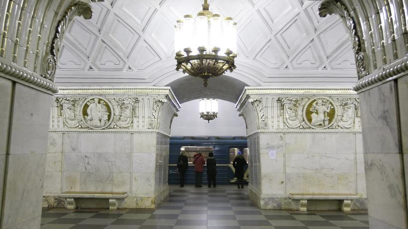 Интервалы между поездами Кольцевой линии метро Москвы сократят на 10–15%